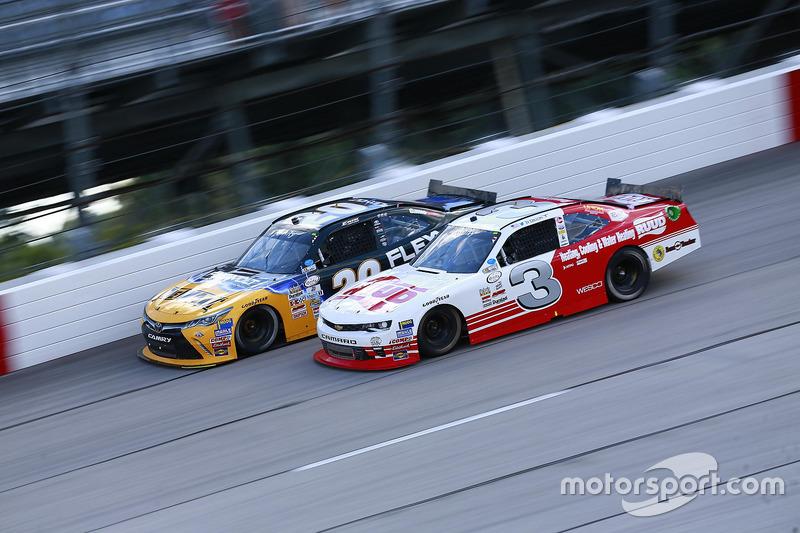 Erik Jones, Joe Gibbs Racing Toyota, Ty Dillon, Richard Childress Racing Chevrolet