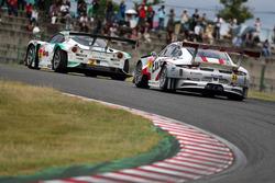 #2 Cars Tokai Dream28 Lotus Evora: Kazuho Takahashi, Hiroki Katoh, Tadasuke Makino et #33 Excellence Porsche Team KTR Porsche 911 GT3-R: Naoya Yamano, Yuya Sakamoto