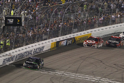 Denny Hamlin, Joe Gibbs Racing Toyota s'impose