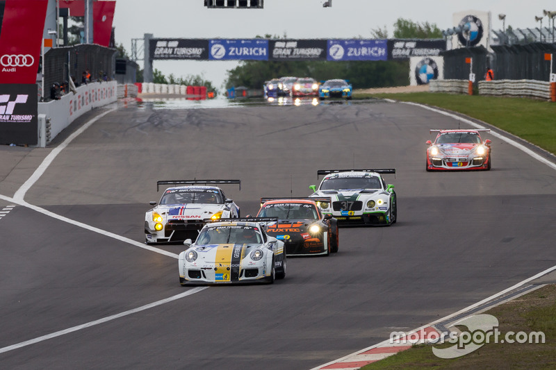 Race action after first lap