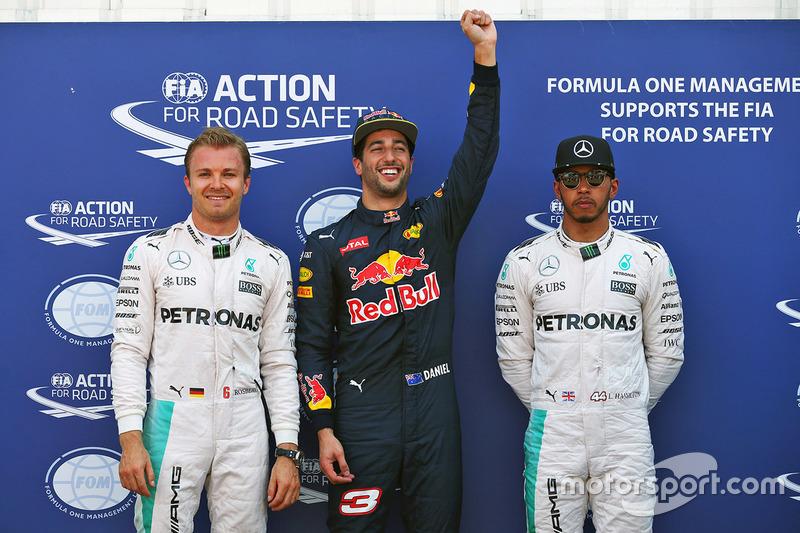 Polesitter Daniel Ricciardo, Red Bull Racing, second place Nico Rosberg, Mercedes AMG F1 Team, third place Lewis Hamilton, Mercedes AMG F1 Team