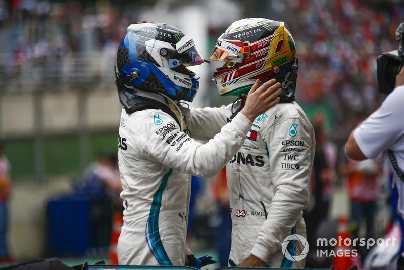 Льюіс Хемілтон, Mercedes AMG F1, та Валттері Боттас, Mercedes AMG F1.