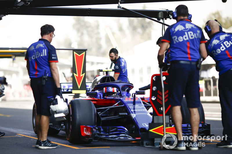 Pierre Gasly, Scuderia Toro Rosso STR13, prova di pit stop