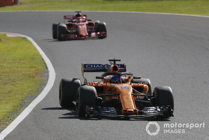 Fernando Alonso, McLaren MCL33 y Sebastian Vettel, Ferrari SF71H