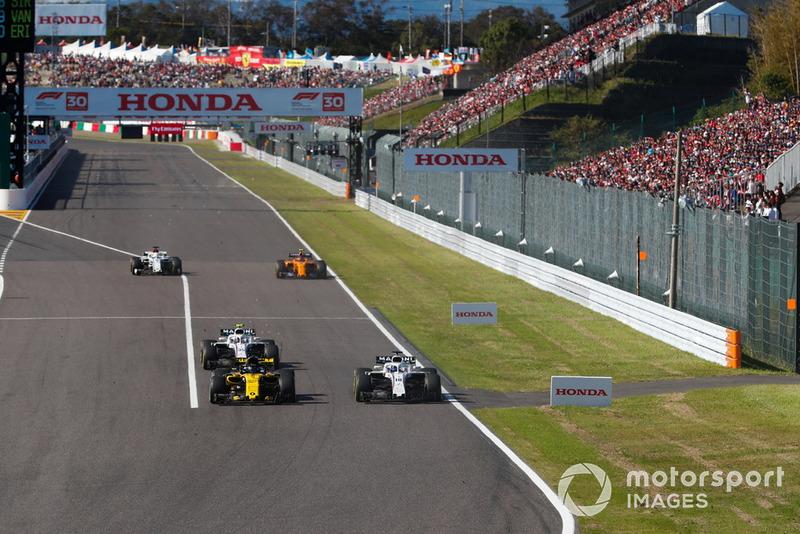 Nico Hulkenberg, Renault Sport F1 Team R.S. 18, bataille avec Lance Stroll, Williams FW41, et Sergey Sirotkin, Williams FW41