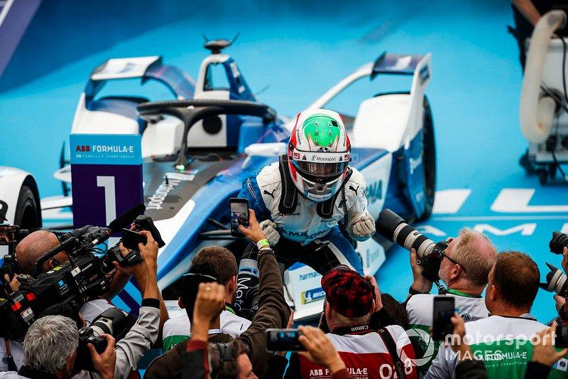 Il vincitore del primo E-Prix di Ad Diriyah Antonio Felix da Costa, BMW I Andretti Motorsports, BMW iFE.18