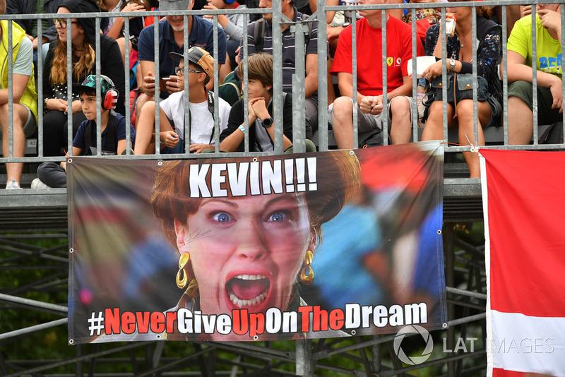 Kevin Magnussen, Haas F1 Team pancarta aficionados