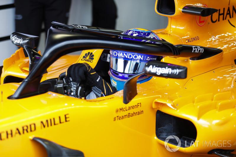 Fernando Alonso, McLaren, sn su cockpit