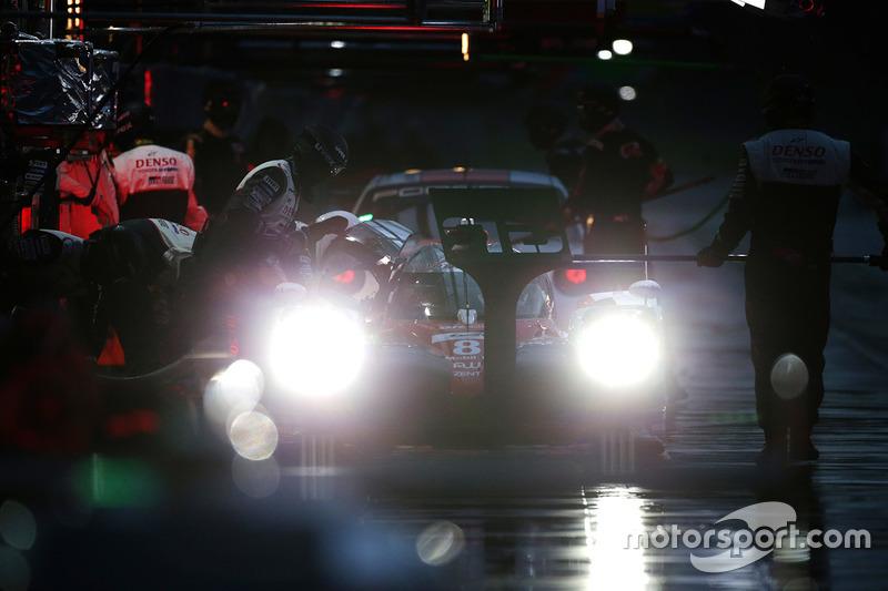 #8 Toyota Gazoo Racing Toyota TS050 Hybrid: Ентоні Девідсон, Ніколя Лап'єрр, Казукі Накадзіма