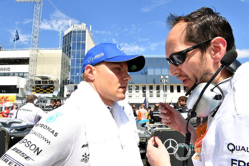 Valtteri Bottas, Mercedes AMG F1 W08 en la parrilla