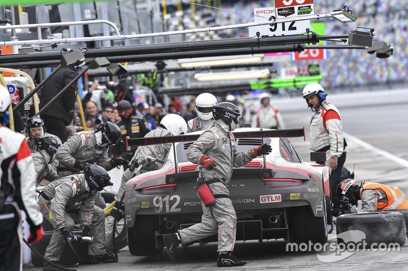 #912 Porsche Team North America Porsche 911 RSR: Kevin Estre, Laurens Vanthoor, Richard Lietz, Acció
