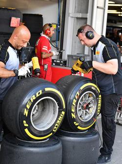 Инженеры и шины Pirelli