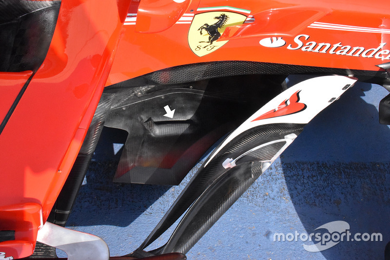 Ferrari SF70H triangular splitter extensions