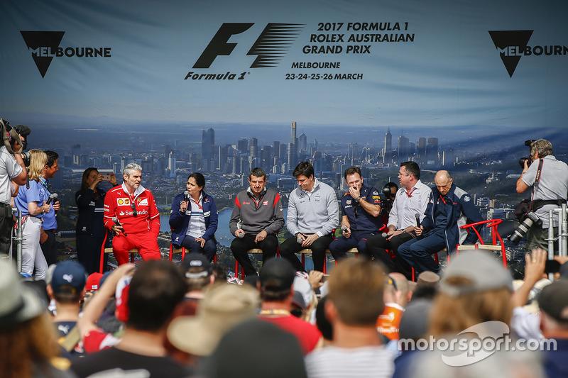 Maurizio Arrivabene, Teamchef, Ferrari; Monisha Kaltenborn, Teamchef, Sauber; Günther Steiner, Teamchef, Haas F1 Team; Toto Wolff, Teamchef, Mercedes AMG; Christian Horner, Teamchef, Red Bull Racing; Eric Boullier, Renndirektor, McLaren; und Franz Tost, Teamchef, Scuderia Toro Rosso