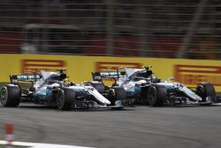 Борьба за позицию: Льюис Хэмилтон и Валттери Боттас (оба – Mercedes AMG F1 W08)