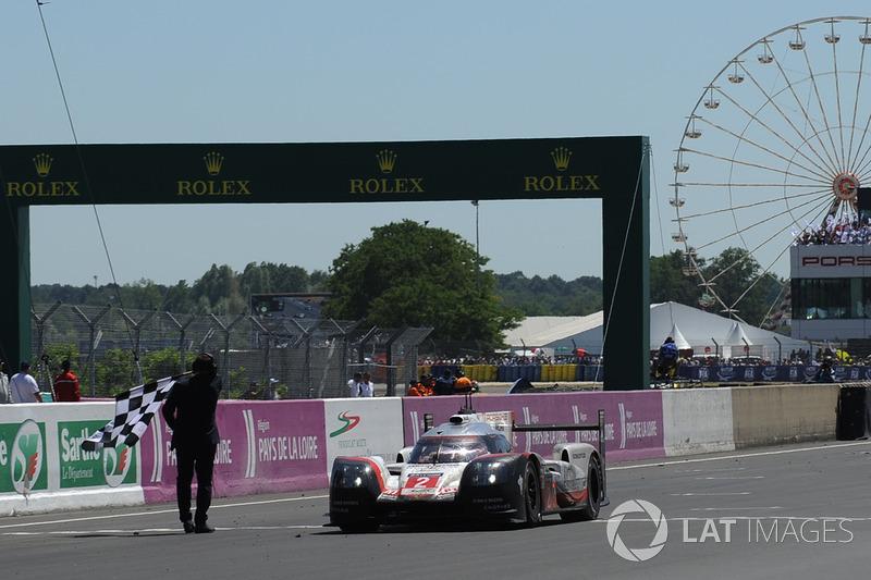 Finis: Bernhard/Bamber/Hartley antar Porsche raih hat-trick dan kemenangan ke-19 di Le Mans