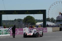 #2 Porsche LMP Team Porsche 919 Hybrid: Timo Bernhard, Earl Bamber, Brendon Hartley takes the win