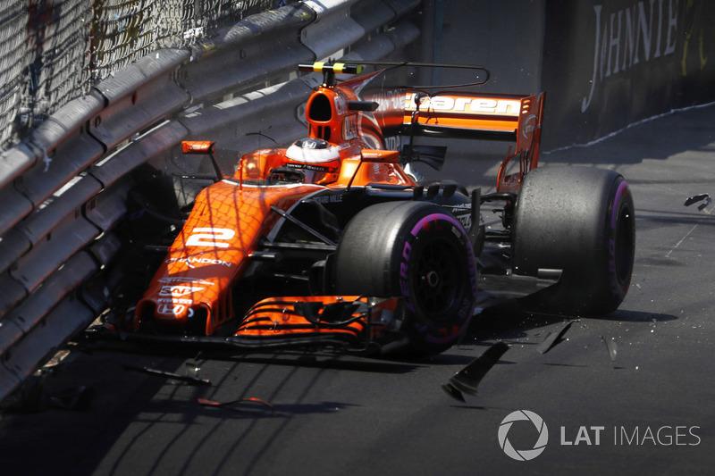 Разбитый McLaren MCL32 Стоффеля Вандорна