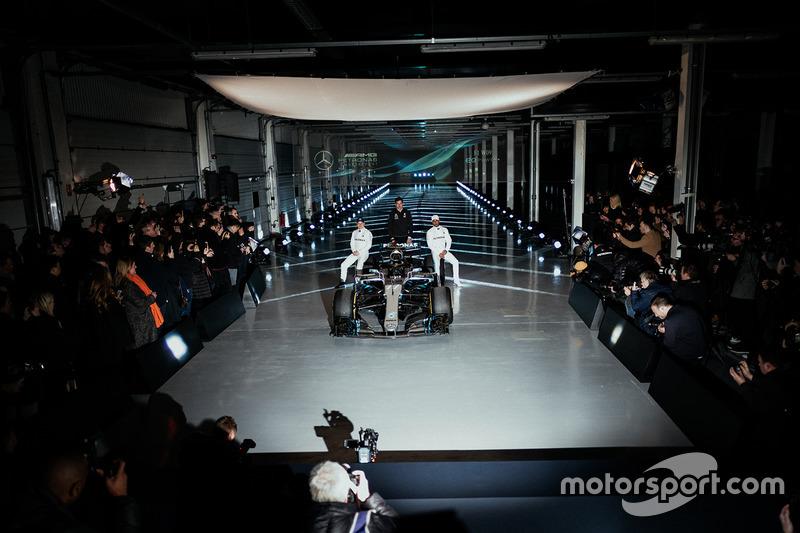 La presentazione della Mercedes AMG F1 W09
