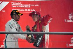 Lewis Hamilton, Mercedes-AMG F1 et Kimi Raikkonen, Ferrari sur le podium