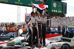Ganadores de las 24 Horas de Le Mans 2018 #8 Toyota Gazoo Racing Toyota TS050: Sébastien Buemi, Kazuki Nakajima, Fernando Alonso