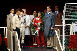 Подиум: победитель Ален Прост, McLaren, и обладатель второго места Айртон Сенна, Toleman