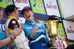 Podium: Rob Huff, Chevrolet Cruze LT celebrates victory with Gabriele Tarquini, SEAT Leon 2.0 TDI