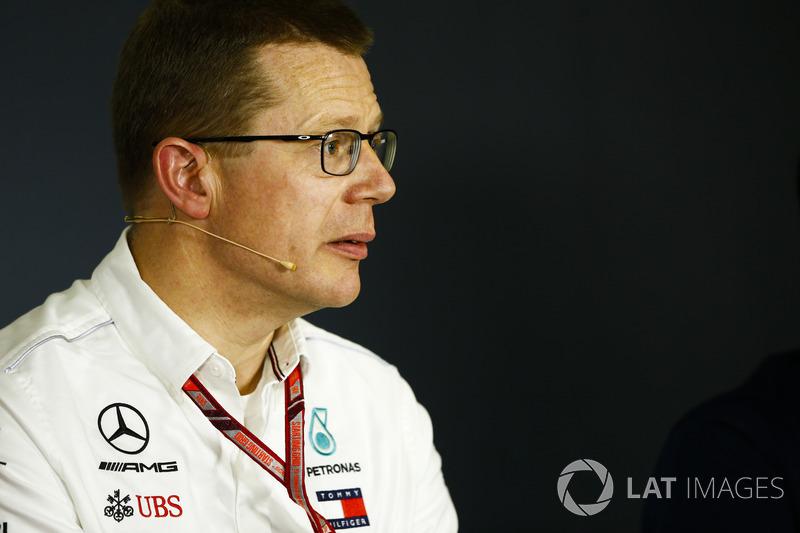 Andy Cowell, Director General, HPP, Mercedes AMG, en la conferencia de prensa
