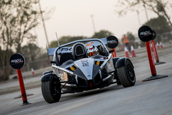 Халед Аль-Кубайсі керує Ariel Atom Cup in ROC Factor Middle East