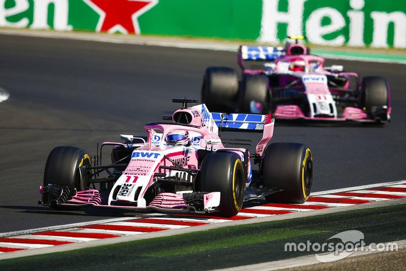Sergio Perez, Force India VJM11, y Esteban Ocon, Force India VJM11