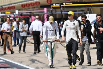 Lewis Hamilton, Mercedes AMG F1 e Nico Hulkenberg, Renault Sport F1 Team