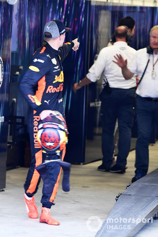 Max Verstappen, Red Bull Racing, muestra su enfado a Esteban Ocon, Force India