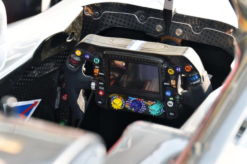 Mercedes AMG F1 W09 direksiyonu