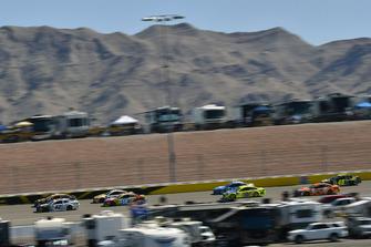Kyle Larson, Chip Ganassi Racing, Chevrolet Camaro DC Solar Vegas Strong and Kyle Busch, Joe Gibbs Racing, Toyota Camry M&M's
