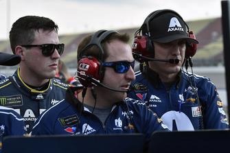 Alex Bowman, Hendrick Motorsports, Chevrolet Camaro Axalta and Greg Ives