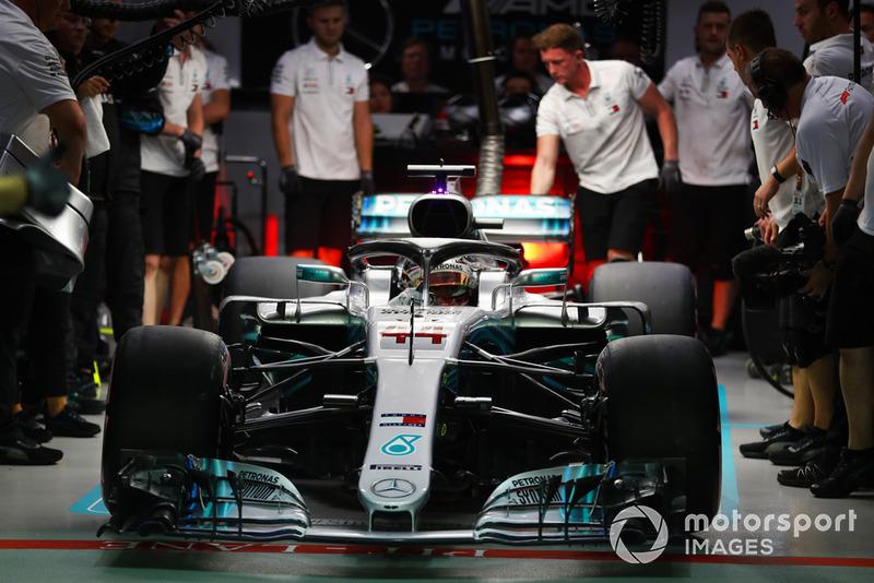 Lewis Hamilton, Mercedes AMG F1 W09 EQ Power+, sort du garage