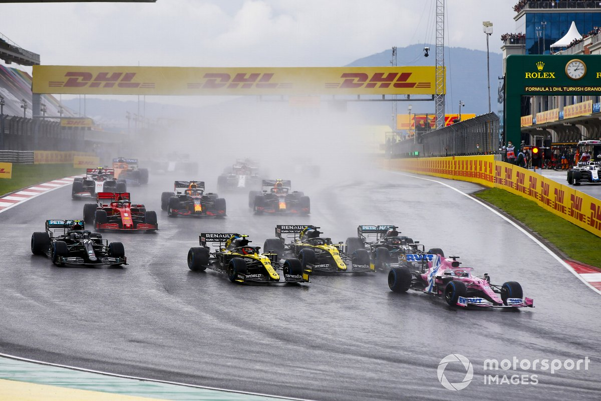 Sergio Perez, Racing Point RP20, Esteban Ocon, Renault F1 Team R.S.20, Daniel Ricciardo, Renault F1 Team R.S.20, Lewis Hamilton, Mercedes F1 W11, Valtteri Bottas, Mercedes F1 W11, and the remainder of the field at the start