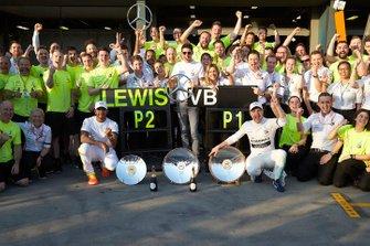 Valtteri Bottas, Mercedes AMG F1, 1st position, Lewis Hamilton, Mercedes AMG F1, 2nd position, and the Mercedes team celebrate victory