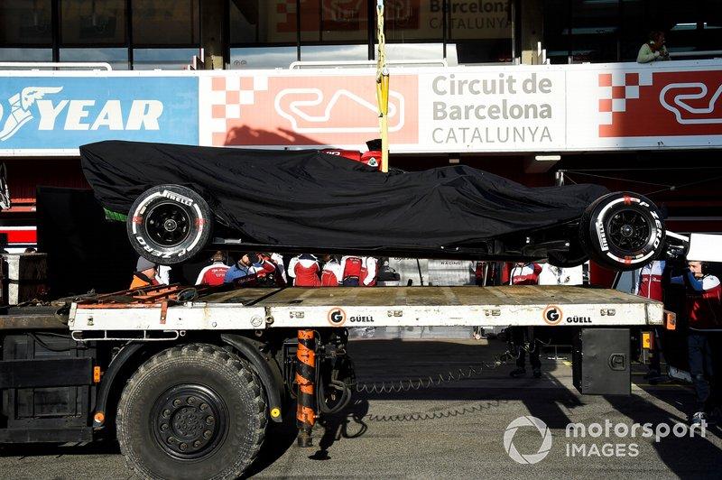 Болід Кімі Райкконена Alfa Romeo Racing C38 повернули на піт-лейн