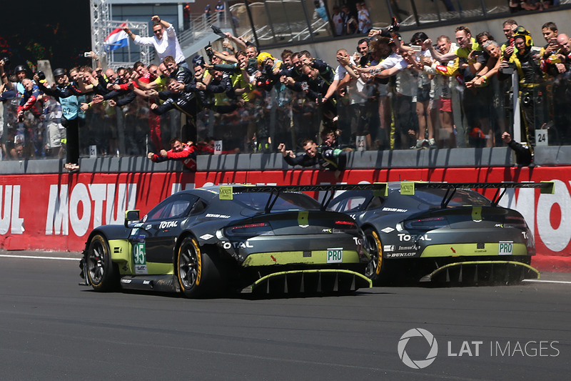 Финиш: №95 Aston Martin Racing Aston Martin Vantage: Ники Тим, Марко Сёренсен, Ричи Стэнэвей; №97 Aston Martin Racing Aston Martin Vantage: Даррен Тёрнер, Джонатан Адам, Даниэль Серра