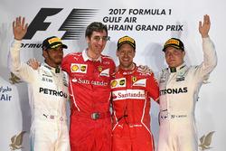 Подиум: победитель Себастьян Феттель, Ferrari, обладатель второго места Льюис Хэмилтон, Mercedes AMG F1, третье место – Валттери Боттас, Mercedes AMG F1