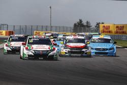 Start action, Tiago Monteiro, Honda Racing Team JAS, Honda Civic WTCC leads