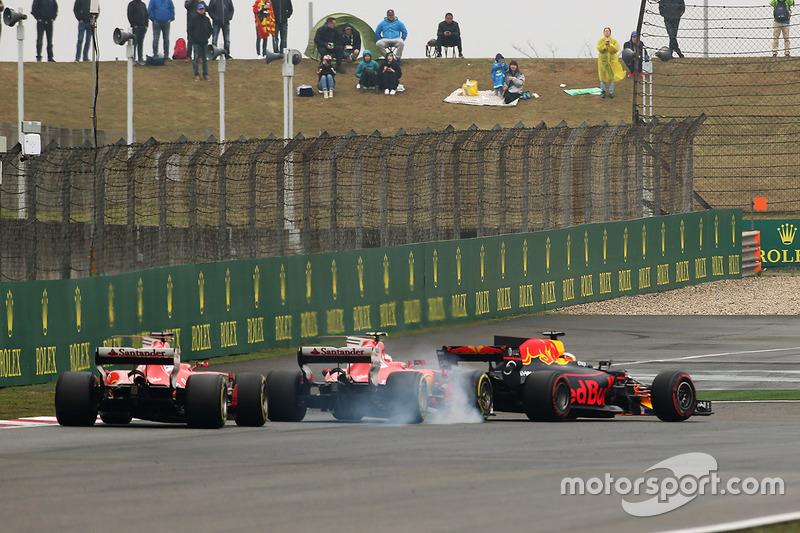 Даниэль Риккардо, Red Bull Racing RB13, Кими Райкконен, Ferrari SF70H, и Себастьян Феттель, Ferrari SF70H