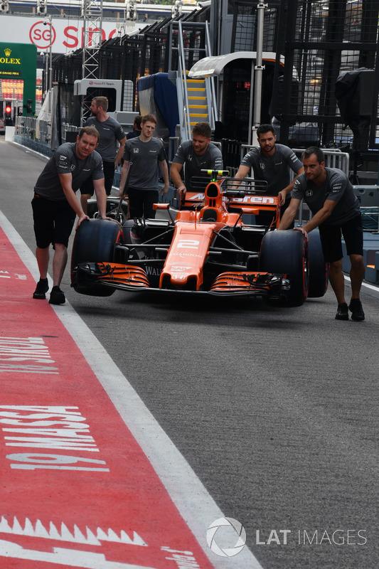 McLaren mechanics, McLaren MCL32