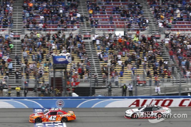 Sieg für Kyle Larson, Chip Ganassi Racing, Chevrolet, vor Joey Logano, Team Penske, Ford