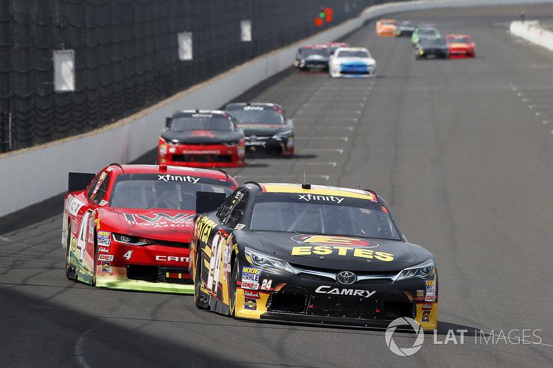 Jeb Burton, JGL Racing Toyota y Ross Chastain, JD Motorsports Chevrolet
