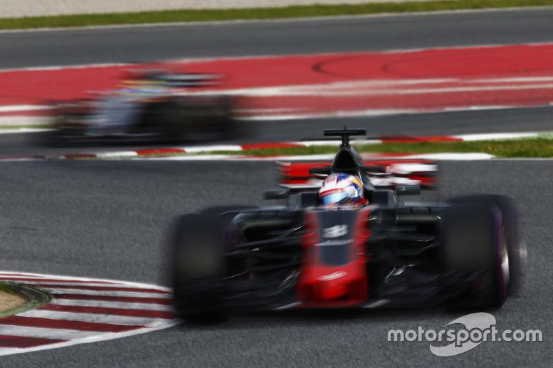 Romain Grosjean, Haas F1 Team VF-17; Sergio Perez, Force India VJM10
