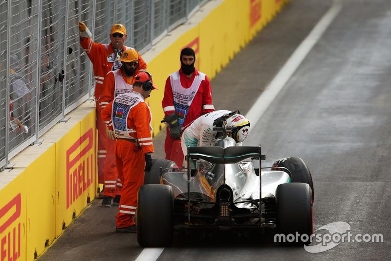 Lewis Hamilton, Mercedes AMG F1 W07 Hybrid va a sbattere durante le qualifiche