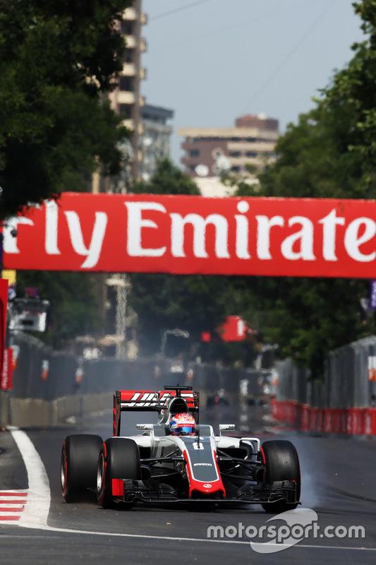 Romain Grosjean, Haas F1 Team VF-16 se bloquea en la frenada
