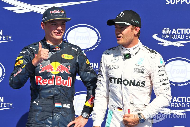 (da sx a dx): Max Verstappen, Red Bull Racing festeggia il suo secondo posto nel parco chiuso delle